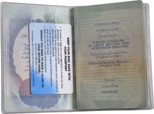 Titulaire de la carte British Passport Cover CEAM Delphine-D