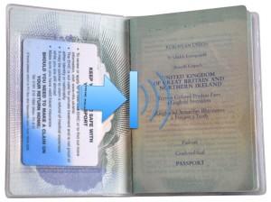 Couverture du passeport britannique avec détenteur de la carte CEAM sécurisé